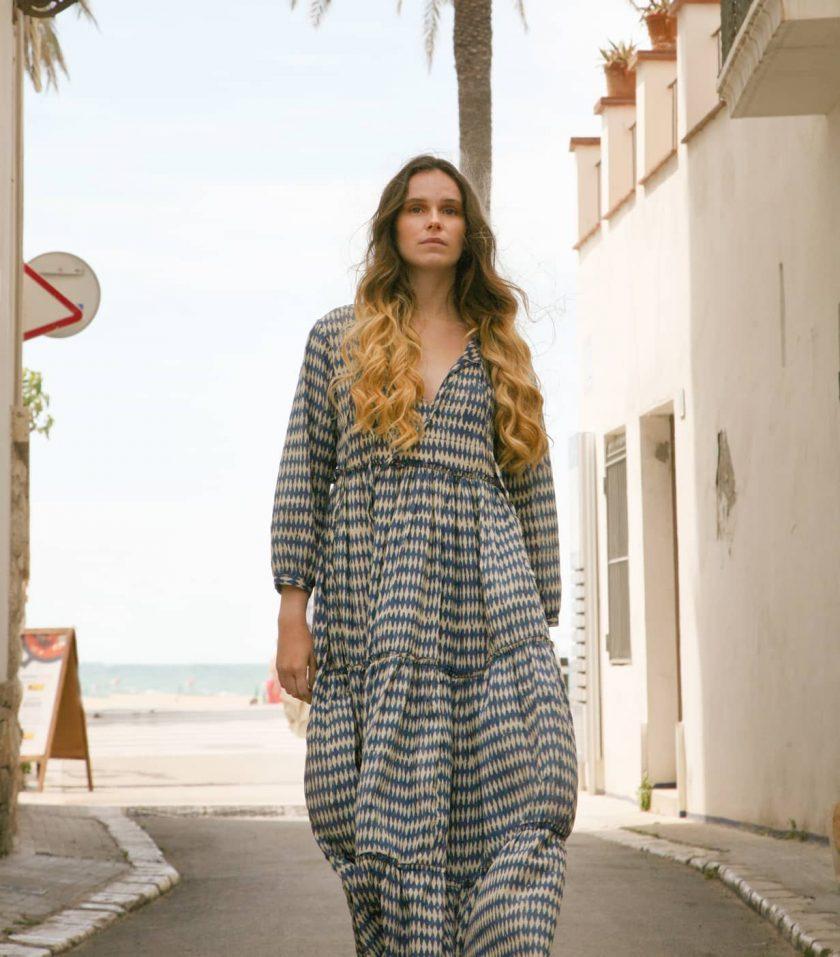 vestido_largo_estampado_azul